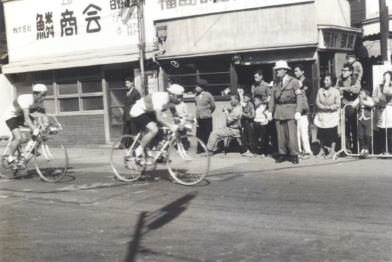 東京オリンピック 自転車競技 1964(22)福島時計眼鏡店前