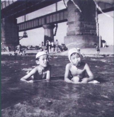 川遊び ‐ 多摩川鉄橋上流側