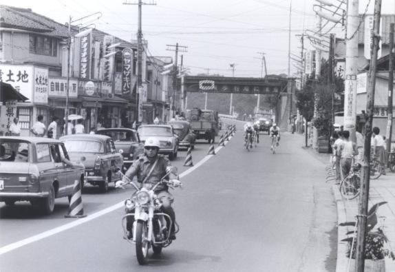 東京オリンピック 自転車競技 1964(25)日野駅前東
