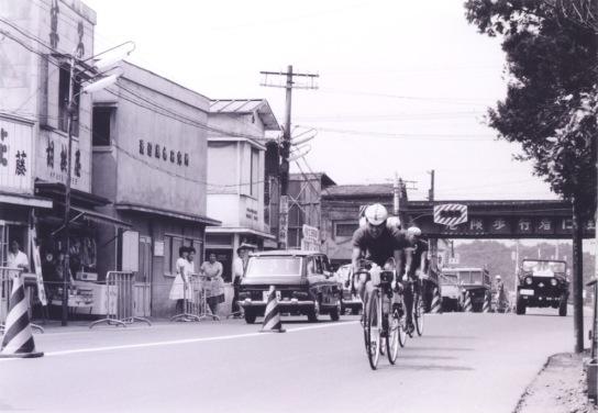 東京オリンピック 自転車競技 1964(27)日野駅前東