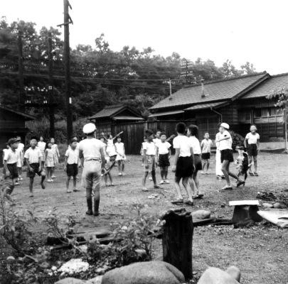 旧日野駅官舎付近 1959 - ラジオ体操