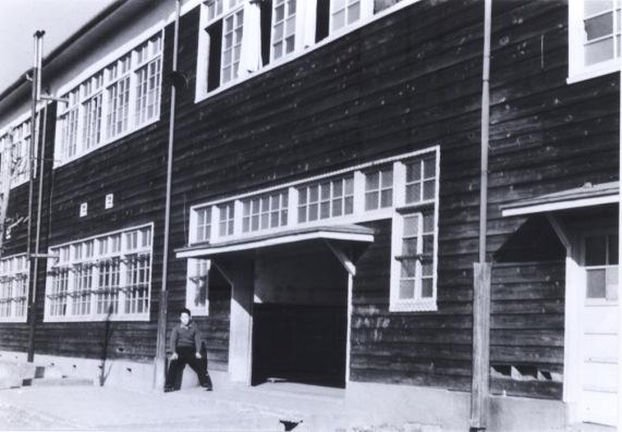 一小本校舎 ‐ 昇降口