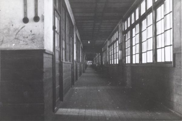 一小本校舎 ‐ 廊下