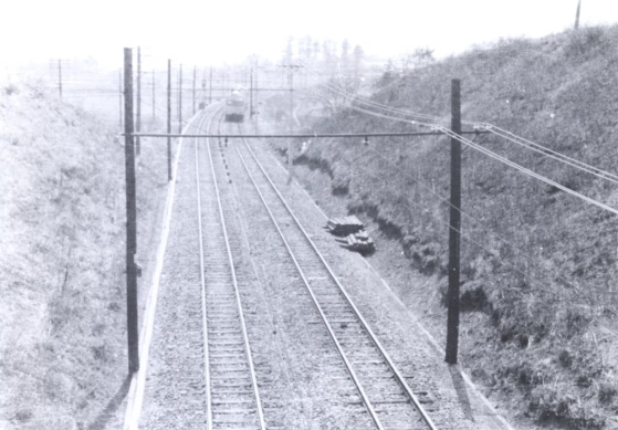 多摩平陸橋から中央線の豊田方向を望む 昭和30年代