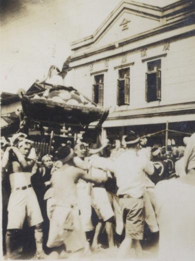 八坂神社の祭り 1946 ‐ 宮神輿 ‐ 広瀬屋前