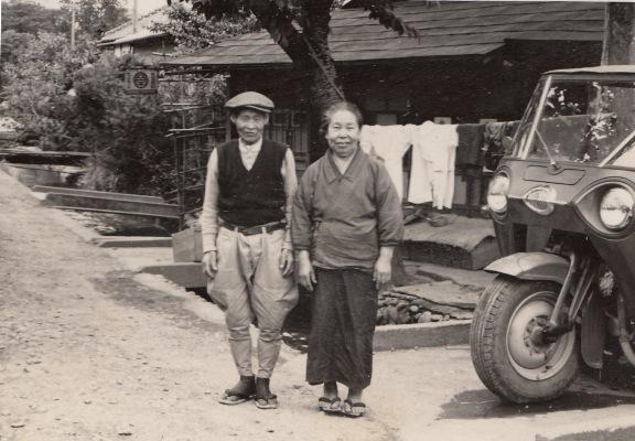 山本商店 1957 ‐ 山本夫妻