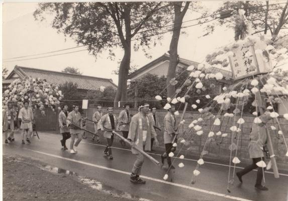 ささら流し ‐ 第一睦会 ‐ 井上幸男宅脇 昭和40年代初頭