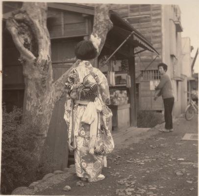 吉野屋(安西家屋号)前 1963頃(2)- 横町 -