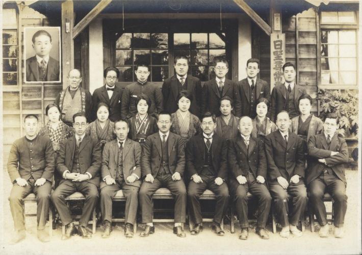 日野尋常高等小学校卒業記念写真 1929(14)教職員