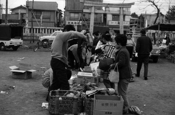 八坂神社の野菜即売会 1970