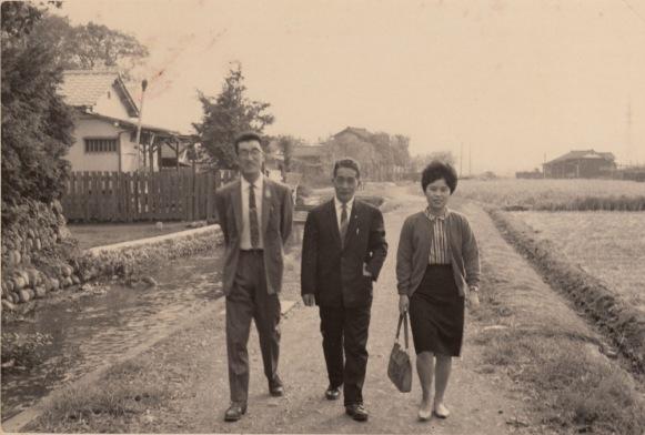 橋本栄萬宅裏の用水 1959