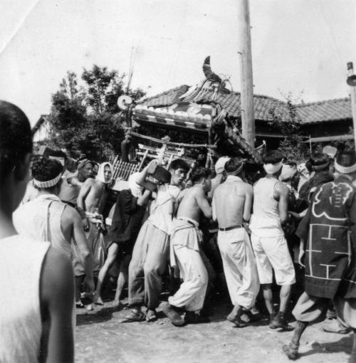 八坂神社の祭り ‐ 宮神輿 万願荘か 昭和20年代後半