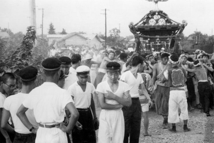 八坂神社の祭り ‐ 宮神輿 ‐ 日野駅西 昭和33年か34年