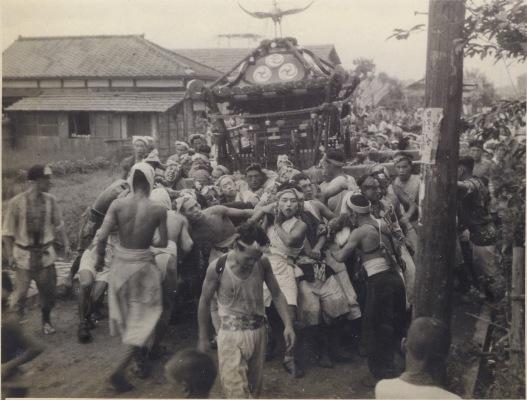 八坂神社の祭り 1946頃? 宮神輿 ‐ 横町