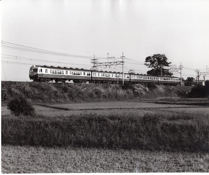 多摩川鉄橋から日野駅方面へ向かう中央線列車 1970