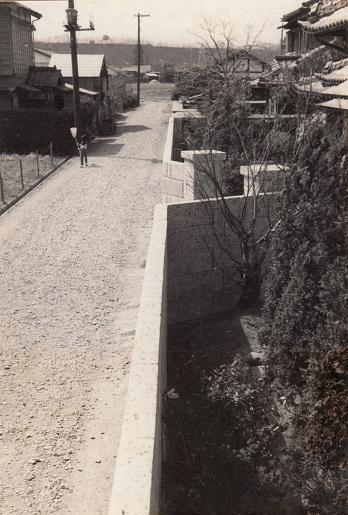 上屋敷(現栄町二丁目)の通り