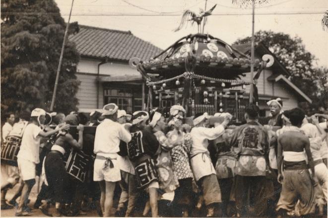 宮神輿の渡御 下町高木歯科前 昭和30年代