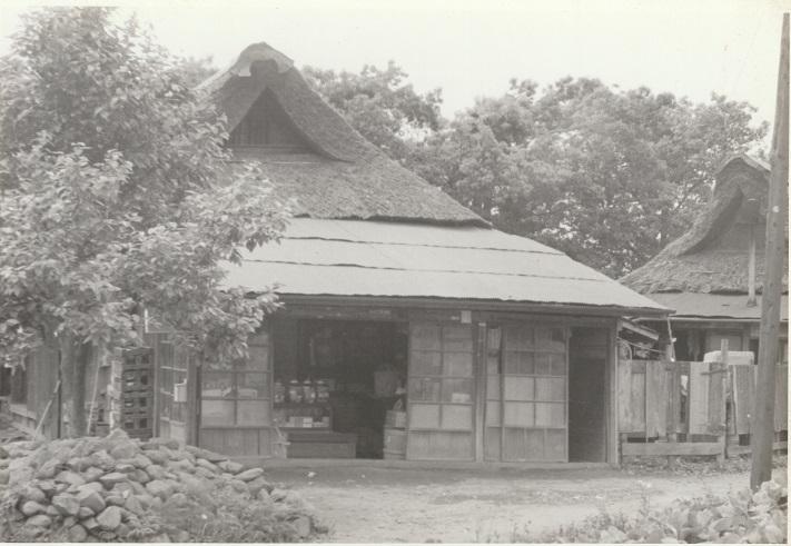 藁ぶき屋根の店