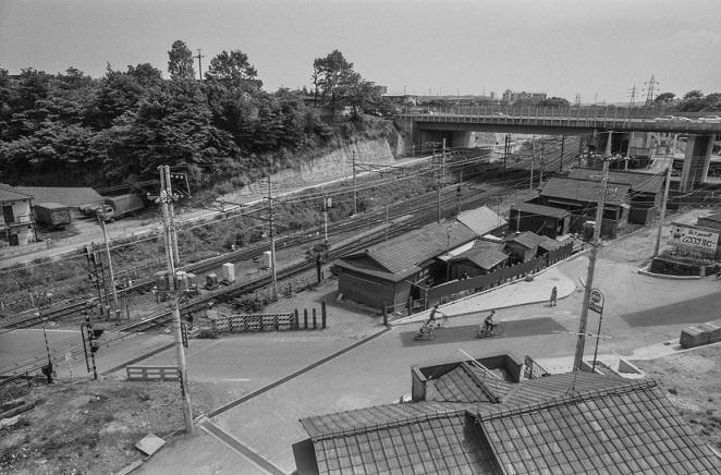 日野駅南踏切の南側豊田駅方面 1977