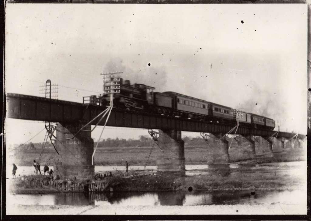 多摩川鉄橋を渡る蒸気機関車 大正5年~10年頃