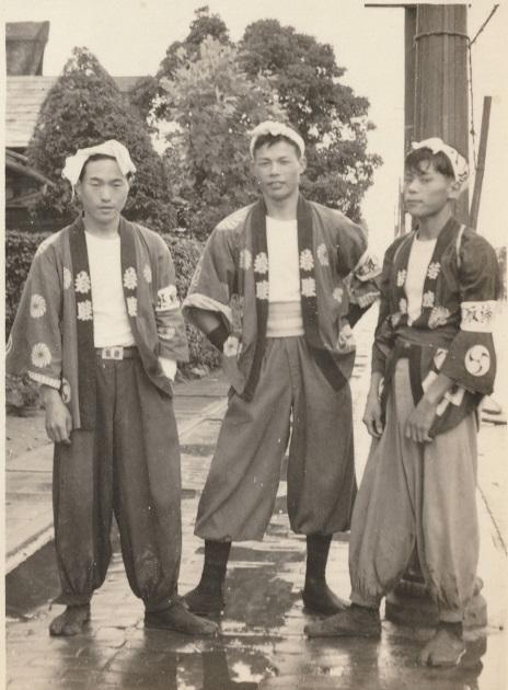 八坂神社の祭り-若き宮神輿の担ぎ手 昭和30年代