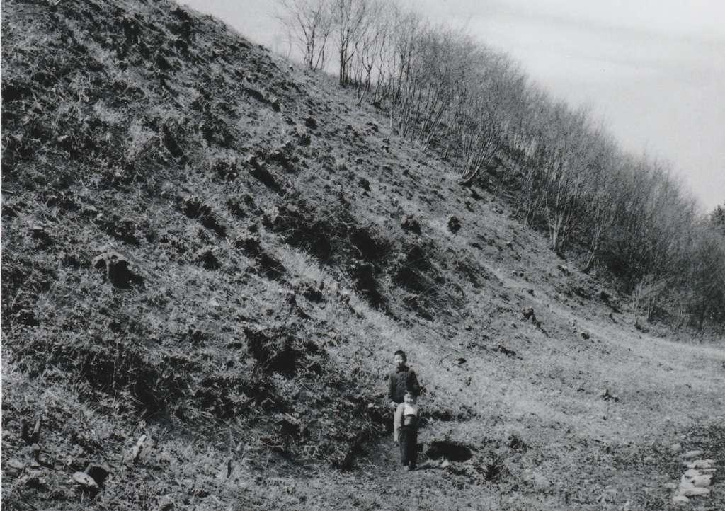 大昌寺山-子ども2人 昭和30年代