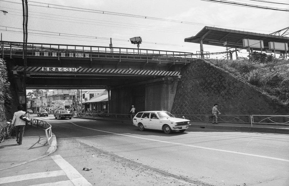 日野駅ガード下 1977-10-16