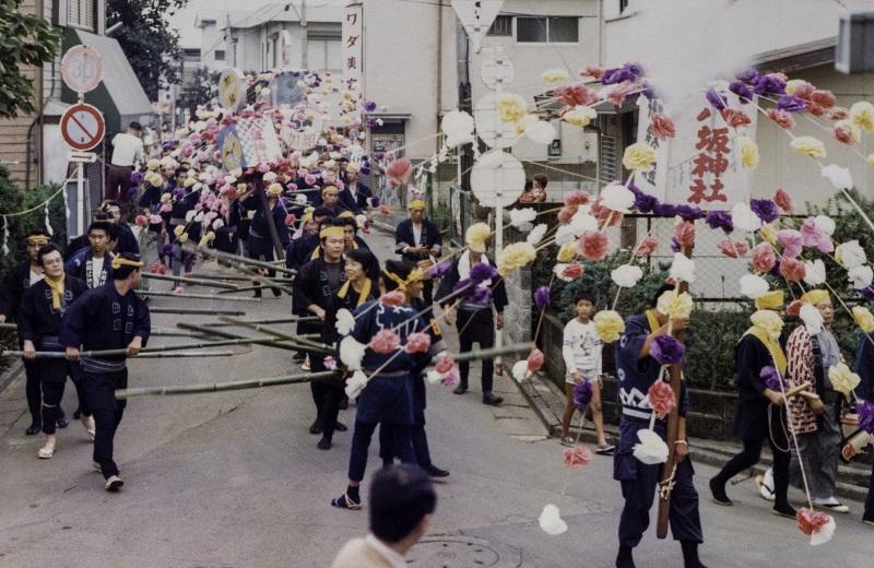 北原道を行く道清めと万燈 1978-09