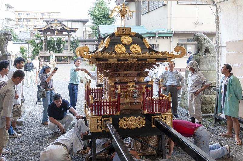 総修理が終わり、お披露目される宮神輿 2010-09