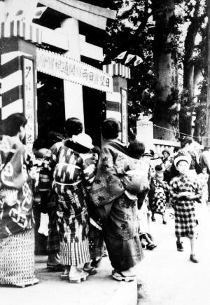日野豊田両駅開通祝賀会 - 八坂神社 - 昭和12(1937)年6月 日野市郷土資料館提供